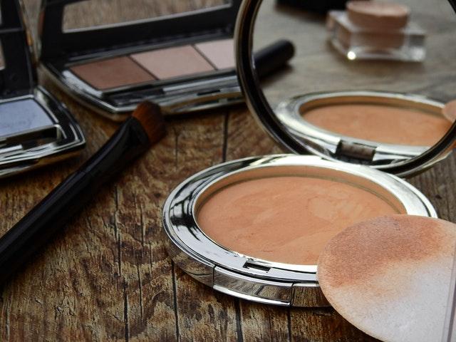 Gąbki do makijażu - zalety i stosowanie